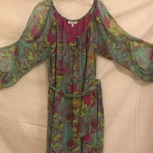 Spring dress with key hole sleeves